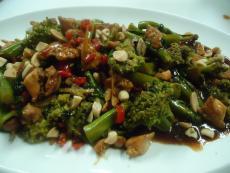 Заек с броколини и хойсин сос
