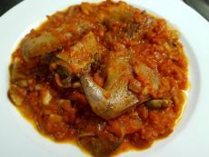 Гълъби с доматен сос и гъби