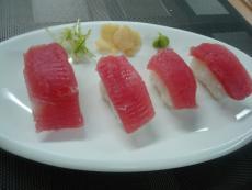 Нигири с туна и скариди