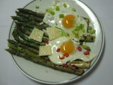 Аспержи с яйца на очи