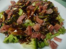 Броколи със зелена салатка