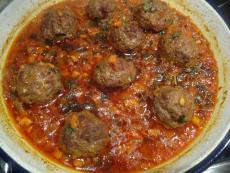 Кюфтета от сърна с доматен сос на фурна
