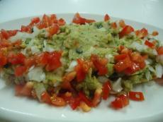 Гуакамоле с авокадо, кориандър и люти чушки