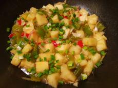 Ананас с пиперка в сладко кисел сос